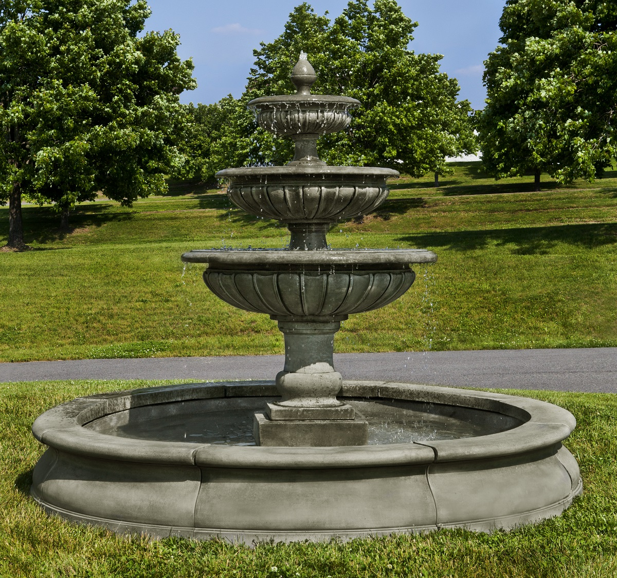 Condotti fountain large round bowl recirculating spout Outdoor water fountains